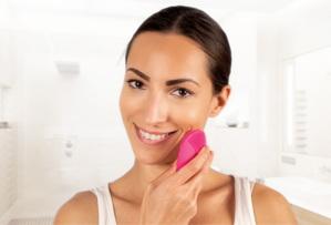 Consigue una piel radiante con los cepillos de limpieza facial de FOREO