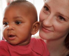 Adopción de niños. Hijos adoptados. Hijos biológicos.