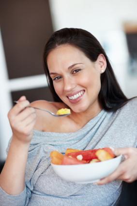 Alimentación saludable rica en minerales y vitaminas durante el embarazo