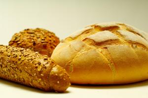 El pan es uno de los alimentos que contiene gluten