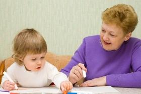 Ayuda de los abuelos en el cuidado de los niños y bebés