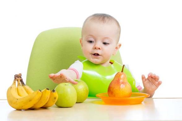 ¿Tu bebé no come fruta, verdura o papilla? ¡Trucos para que coma de todo!