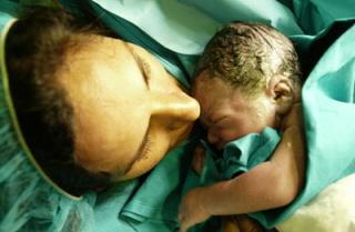 Nace el primer bebé en España seleccionado genéticamente para curar a su hermano