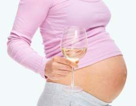 El consumo de alcohol durante el embarazo puede causar graves daños al bebé