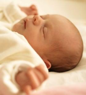 Cabeza de los bebés recién nacidos, su forma y características