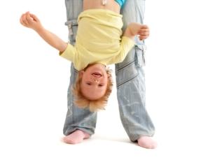 Relación del niño de 1 uno a 2 dos años con otros adultos desarrollo social