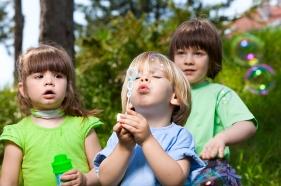 Cómo se relacionan los niños de 1 uno a 2 dos años