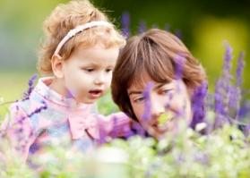 Relación de niños de uno 1 a dos 2 años y padres