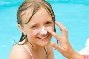 Consejos para proteger a los bebés y niños del sol y el calor en verano | Elbebe