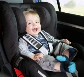 Seguridad para viajar en el automóvil los bebés y niños