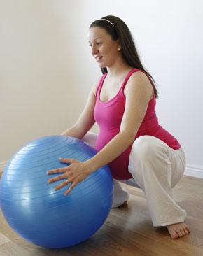 Las cuclillas ayudan a fortalecer los músculos del suelo pélvico | Elbebe.com