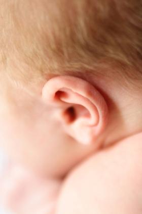 Cuidado de los oidos y la nariz del bebé recién nacido