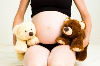 Dar el pecho a bebés gemelos o adoptados
