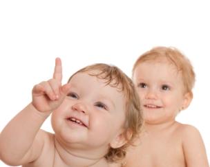 Desarrollo conocimiento y social del bebé de 8 ocho meses y 1 un año