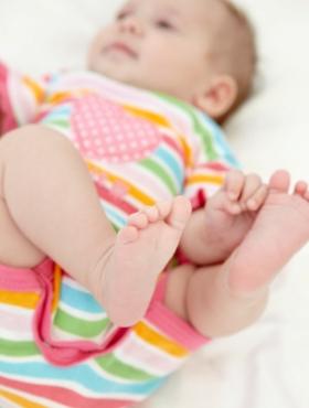 Desarrollo psicomotor bebé de 2 dos meses