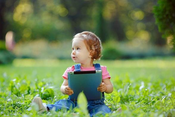 El uso excesivo de pantallas en niños de 2 a 3 años y su impacto sobre la salud