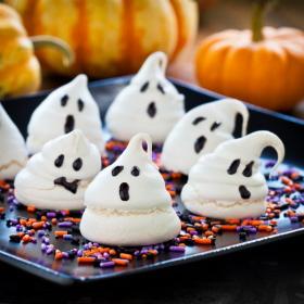 Sugerencia de presentación de los fantasmitas de merengue para el día de Hallowe