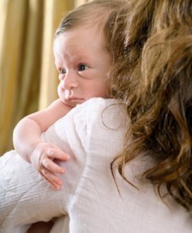 Como quitar los gases del bebé