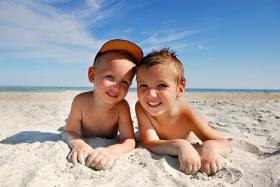 Prevenir la insolación en bebés y niños, riesgos solares