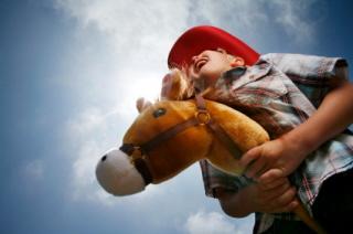 Los niños imitan situaciones durante el juego simbólico