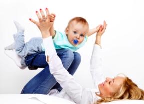 Juegos de falda para que el bebé se relacione jugar para aprender
