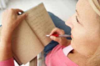 Una madre redacta su lista de buenos propósitos