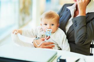 Algunas mujeres renuncian a la baja por maternidad