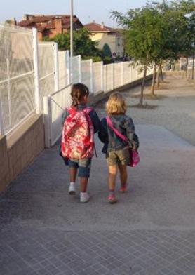 Pocos son los niños que van solos al colegio