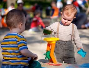 Ocio infantil, juego con otros niños