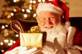 Papá Noel tiene su taller de juguetes en el Polo Norte