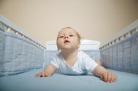 Prevención de accidentes infantiles del bebé de 1 un mes