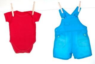 Lavar la ropa del bebé: bodys, camisetas, pantalones, chaquetas