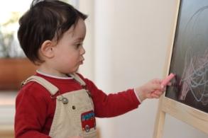 Saber si el niño de 1 uno a 2 dos años es zurdo