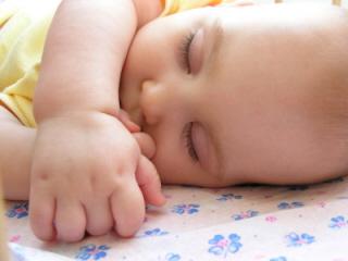 A medida que pasan los meses el bebé duerme más horas por la noche