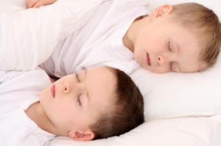 Los niños de 3 a 5 años experimentan cambios en el sueño