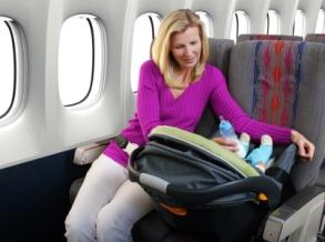 Viajar en avión con bebés y niños