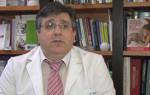 El Dr. Juan Carlos Ruiz de la Roja en su despacho
