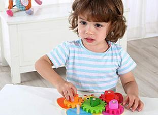 5 juguetes educativos de madera para niños de 1 año