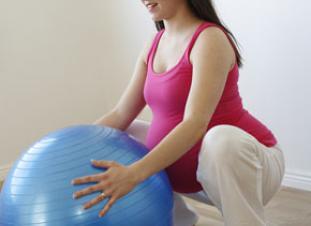 Las cuclillas ayudan a fortalecer los músculos del suelo pélvico   Elbebe.com