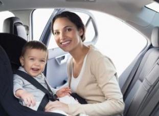 Los bebés de menos de 75 centímetros deben ir colocados en el sentido contrario