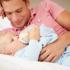 Lactancia artificial: padres y biberón bebés